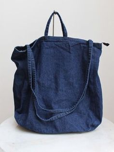 Denim bag - love this style. making it tonight Denim bag - love this style. making it tonight Bag Jeans, Denim Bag, My Bags, Purses And Bags, Jean Purses, Fabric Bags, Tote Purse, Tote Bags, Handmade Bags