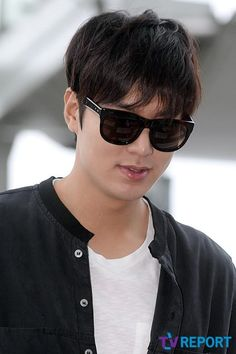 Lee Min Ho airport photo. 9-3-2014.
