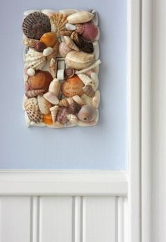 This is a guide about decorating with sea shells. Whether you are a collector or simply like to buy pretty unique shells at coastal shops, you can incorporate them into many lovely craft projects. Seashell Art, Seashell Crafts, Beach Crafts, Seashell Bathroom, Bathroom Wall, Starfish, Beach Room, Beach Art, Bedroom Beach