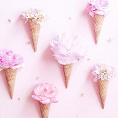 I gotta try this! @runnerkimhall fills ice cream cones with light pink flowers  #candyminimal