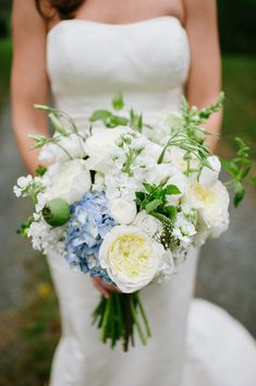blue and white wedding bouquet with roses, hydrangea and stock | photo: laurenmethia.com, floral design: schoolhousegardenfloral.com