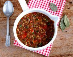 sojaturobie: Gulasz z pieczonych warzyw, z soczewicą i kiszonymi ogórkami