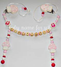 Kinderwagenkette Pilz rosa/weiss/pink aus Holz mit Wunschname, mit 4 Motivperlen. Ich fertige Ihnen die Kette nach Maß an, da die Kette aber vers...