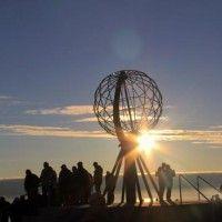 Disfrutar del sol de medianoche en el Cabo Norte en Noruega