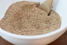 Homemade Protein Powder – Elke Living It's very hard to find a protein powder with ingredients you can pronounce, as well as avoiding artificial sweeteners and other undesired ingredients. Homemade Protein Powder, Protein Powder Cookies, Protein Powder Pancakes, Baking With Protein Powder, Protein Powder Shakes, Pea Protein Powder, Plant Based Protein Powder, Protein Powder Recipes, Vanilla Protein Powder