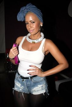 Amber Rose rocked ze head wrap to the side. Black Hair Celebrities, Celebs, Kanye West, Rapper, African Head Wraps, Thing 1, Denim Cutoffs, Sexy Curves, Celebrity Style