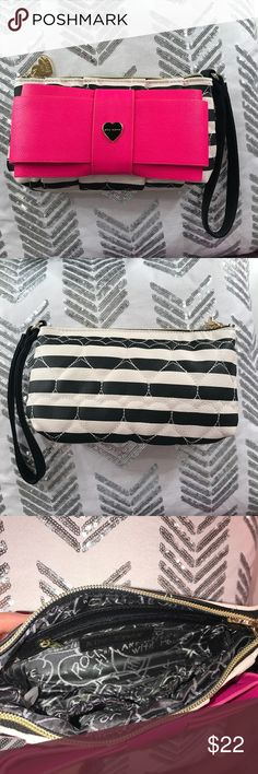 NWOT Betsey Johnson Wristlet 💕 Adorable & brand new without tags! Betsey Johnson Bags Clutches & Wristlets