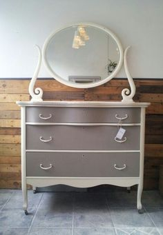 Painted with Chalk Paint™ in French Linen on drawers and Old White on body, mirror & handles. Finished with Annie Sloan Soft Clear Wax.