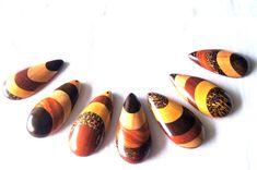Pingente (unidade) em madeira feita artesanalmente de reaproveitamento.  Tamanhos personalizados.