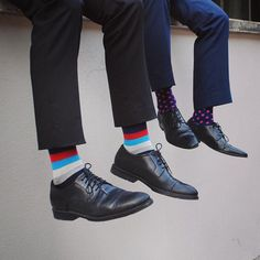 The Proper Way Of Wearing Socks With Bold Designs - Fashionably Male Funky Socks, Colorful Socks, Cool Socks, Yellow Socks, Designer Socks, Day Work, Shades Of Yellow, Editorial Fashion, Oxford Shoes