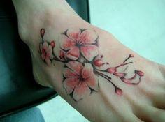 Tatouage fleur de cerisier : 25 idées de dessins - 17