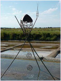 La maison des elfes. Création sur l'eau dans les marais de l'Ile d'Olonne Land Art, Sculpture, Michel, Les Oeuvres, Fair Grounds, Elves, Water, Artist, Home