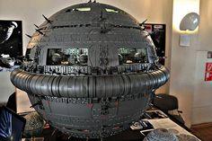 SPACE MONSTER: PERRY RHODAN Futuristic Cars, Futuristic Vehicles, Sci Fi Book Series, Perry Rhodan, Sci Fi Miniatures, Sf Movies, Sci Fi Models, Spaceship Design, Days Of Future Past