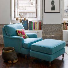 Sentarse en una cómoda butaca con o sin reposapiés o en una chaise longue en un ricón del salón y abrir el libro es sinónimo de placer. En estas zonas de lectura compartirás aventuras con el diseño...