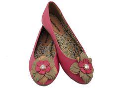 Sapatilha Couro Deep Pink Flor com palmilha especial, por R$109.90 + frete grátis! Para verificar a numeração e efetuar a compra é só entrar em contato pelo e-mail: vendas@sapatilhashop.com.br
