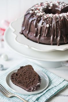 Chocolate Peppermint Bundt Cake: LOVED this cake! So moist and chocolate-y, with lots of cool mint. Perfect treat for the winter holidays! Cupcake Recipes, Baking Recipes, Cupcake Cakes, Dessert Recipes, Cupcakes, Easy Recipes, Healthy Recipes, Copycat Recipes, Vegetarian Recipes
