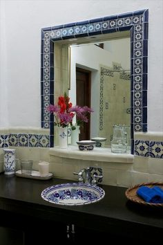 Mesmerizing Mexican Tile Bathroom Ideas You are in the right place about Spanish style bathrooms dec Spanish Style Bathrooms, Spanish Bathroom, Spanish Tile, Spanish House, Bathroom Colors, Bathroom Ideas, Bathroom Sinks, Bathtub Shower, Shower Mirror