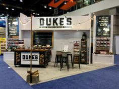 Don't want the same boring old trade show presentation? These unique trade show display ideas will draw people to your booth an leave a lasting impression. Kiosk Design, Signage Design, Design Design, Graphic Design, Stand Design, Design Ideas, Interior Design, Corner Booth, Trade Show Booth Design