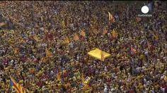 Manifestación masiva en favor de elecciones plebiscitarias en Cataluña