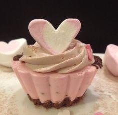Hennan Café: Ystävänpäivään leivoksia! Valentines, Baking, Party, Desserts, Food, Valentine's Day Diy, Tailgate Desserts, Deserts, Valentines Day
