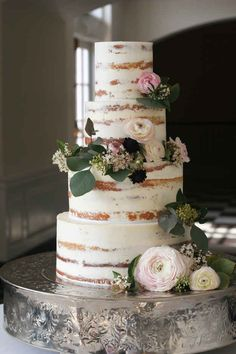 This tastefully naked cake.