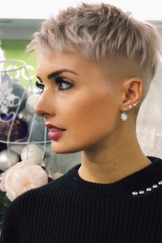 36 Latest Short Hair Trends for Winter 2017 - 2018 - Claire C. - - 36 Latest Short Hair Trends for Winter 2017 - 2018 - Short Hair Undercut, Short Pixie Haircuts, Pixie Hairstyles, Cool Hairstyles, Hairstyle Short, Undercut Pixie Haircut, Short Shaved Hairstyles, Undercut Women, Layered Hairstyles