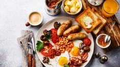 Full English breakfast with fried eggs, sausages, bacon, beans, toasts and coffee Breakfast Photography, Food Photography, Easy Smoothie Recipes, Snack Recipes, Breakfast Desayunos, Breakfast Platter, Healthy Snacks, Brunch, Food And Drink