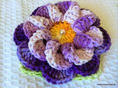 Flor caracol passo a passo | Croche.com.br: Crochet Flower Tutorial, Crochet Diy, Crochet Flower Patterns, Crochet Shoes, Filet Crochet, Crochet Motif, Irish Crochet, Crochet Flowers, Pinterest Crochet