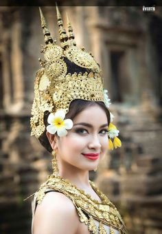Real beauty of Cambodian lady, origin of the finest hair extensions Thai Traditional Dress, Traditional Outfits, Real Beauty, Asian Beauty, Beautiful Asian Women, Beautiful People, Khmer Tattoo, Vietnam, Khmer Wedding