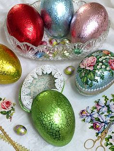 Jewel Foil Eggs Guess thy didn't want use to know how to do this ( Page Not Found) but the pic is nice . Hoppy Easter, Easter Eggs, Easter Bunny, Easter Holidays, Happy Holidays, Easter Parade, Easter Recipes, Vintage Easter, Easter Table