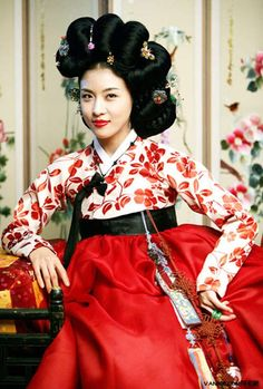 Ha Ji Won, Korean actress in Hanbok