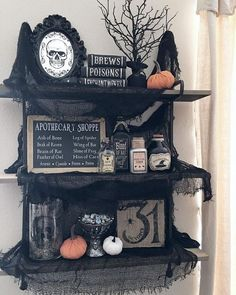 Halloween Source by Related posts: Fun and Easy DIY Halloween Decorating Projects 25 Easy and Cheap DIY Halloween Decoration Ideas 11 Easy DIY Halloween Decorations With Trash Bags Classy Halloween Party Decoration Halloween Veranda, Diy Halloween Home Decor, Holidays Halloween, Halloween Crafts, Vintage Halloween, Happy Halloween, Chic Halloween, Gothic Halloween Decorations, Halloween 2018