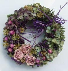 culinary dried flowers | ハンドメイドバラと秋色アジサイとペッパーベリー ...