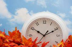 Ξημερώματα Κυριακής αλλάζουμε τα ρολόγια μας να δείχνουν μια ώρα μπροστά. Γιατί όμως το κάνουμε;