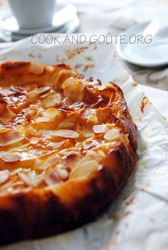 Gâteau fondant aux pommes - Cook and Goûte - Kuchen Apple Desserts, Apple Recipes, Sweet Recipes, Snack Recipes, Dessert Recipes, Cooking Recipes, Creative Desserts, Great Desserts, Mousse Au Chocolat Torte