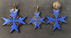 Military Awards, Military Decorations, Christmas Ornaments, Games, Holiday Decor, Blue, Crests, Christmas Jewelry, Gaming