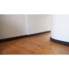 Plinthe droite noire - Ma plinthe déco http://www.homelisty.com/ma-plinthe-deco/