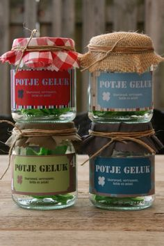 Potje Geluk via www.buufkes.blogspot.com Funny Goodbye, Good Friends Are Like Stars, Goodbye Gifts, Feel Good Quotes, Jar Gifts, Gift Jars, Lucky Star, Crafty Projects, Thank You Gifts