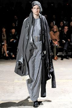 Comme des Garçons Spring 2011 Ready-to-Wear Fashion Show Collection