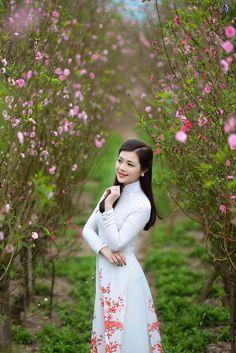 Song Ngân rạng rỡ bên vườn xuân - dofviet.net