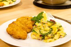 Having a Wiener Schnitzel is a must when visiting Austria. Here is a full list of where to find the best schnitzel in Vienna + prices and tips! Schnitzel Recipes, Pork Schnitzel, Veal Cutlet, Pork Cutlets, Patisserie Fine, Austrian Recipes, European Cuisine, National Dish, Goulash