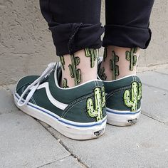 My two favourite things 🌵 and Vans - Socks Sock Shoes, Vans Shoes, Funny Outfits, Cute Outfits, Looks Style, My Style, Look Fashion, Womens Fashion, Dress Fashion