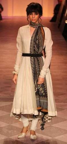 Only Tarun Tahiliani can do this.. stunning piece of work put together.. loved it.. understated elegance..