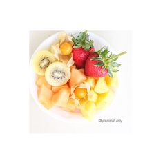 Fruit platter loving Saturday! With cantaloupes, pineapples, golden kiwi, strawberries and gooseberries  Have a great weekend everyone!