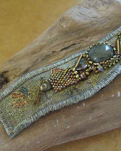 Bracelet Crochet, Beaded Cuff Bracelet, Seed Bead Bracelets, Cuff Bracelets, Beaded Necklaces, Fabric Bracelets, Embroidery Bracelets, Fabric Jewelry, Beaded Embroidery