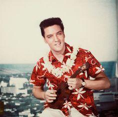 Un saludo al rey en donde este #Aniversario - Elvis Presley, el rey del rock