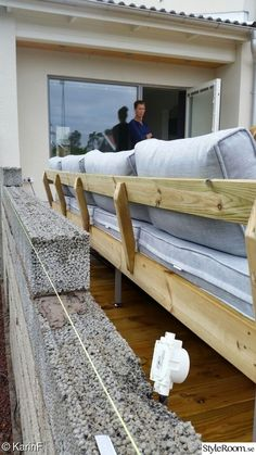 gör det själv,diy,do-it-yourself Diy Outdoor Furniture, Pallet Furniture, Outdoor Sofa, Outdoor Decor, Concrete Porch, Garden Design, House Design, Decks And Porches, Game Room
