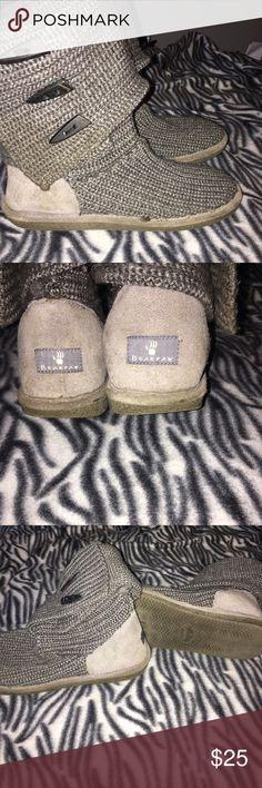 Bear paw knit boots sz 9 Bear paw knit boots sz 9 slight wear BearPaw Shoes Winter & Rain Boots