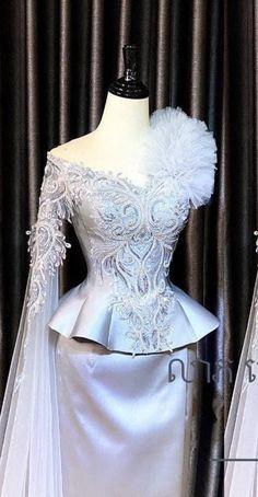 Ankara Tops, Ankara Styles, Modern Outfits, Classic Outfits, Myanmar Dress Design, Kebaya, Capes, Asian Fashion, Traditional Outfits