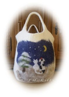 Diese süße Tasche wurde von mir handgefilzt,sie ist recht groß und eignet sich daher hervorragend für`s einkaufen.Auf der Vorderseite ist ein Winte...